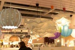 Verschiedene Beleuchtungsbefestigungen, Lampen und Nightlights im Ikea-sto Lizenzfreie Stockbilder