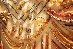 Verschiedene bernsteinfarbige Halsketten Stockfoto
