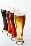 Verschiedene Biere stockfotos