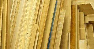 Verschiedene Blätter des Furnierholzes vorangekommen Stockfotos