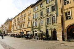 Verschiedene bunte Stadtwohnungen in der alten Stadt in Krakau Stockfoto