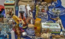 Verschiedene Einzelteile auf dem Tisch Stockfoto