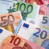 Verschiedene verschiedene Eurobanknote berechnet quadratisches Format des Hintergrundes Lizenzfreie Stockfotos