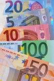 Verschiedene Eurodevisenwechsel-Hintergrundvertikale Stockfotografie