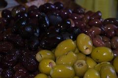 Verschiedene Farben der Oliven Stockbild