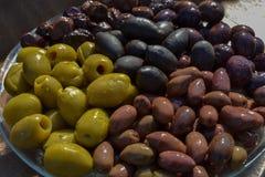 Verschiedene Farben der Oliven Lizenzfreies Stockfoto