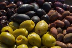 Verschiedene Farben der Oliven Lizenzfreie Stockbilder