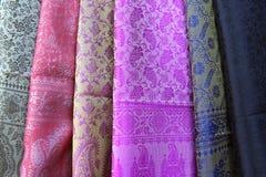 Verschiedene Farben des indischen Gewebes Stockfotos