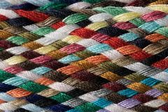 Verschiedene farbige Baumwolle schnitt Threadmustermakronahaufnahme Lizenzfreie Stockbilder