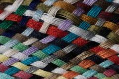 Verschiedene farbige Baumwolle schnitt Threadmustermakronahaufnahme Lizenzfreie Stockfotografie