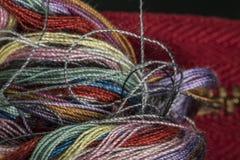 Verschiedene farbige Baumwolle verlegt Makronahaufnahme Lizenzfreie Stockbilder