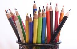 Verschiedene farbige Bleistifte gestanden im Potenziometer Stockbild