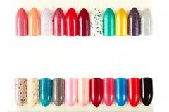 Verschiedene farbige künstliche Nägel Lizenzfreie Stockbilder