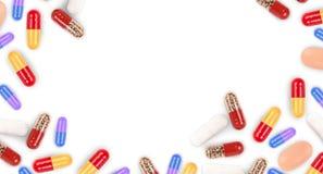 Verschiedene farbige Medizinpillen geformt als Rahmen Lizenzfreie Stockfotos