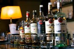 Verschiedene Flaschen Rum bacardi stockfotografie