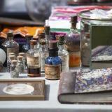 Verschiedene Flaschen verschiedene Zwecke Von Apotheke zu Parfümerie Lizenzfreies Stockbild