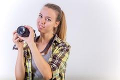 Verschiedene Fotografhaltungen: Verbiegen, Hocken, hinlegend lizenzfreies stockbild