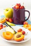 Verschiedene Früchte und Beeren Stockbilder