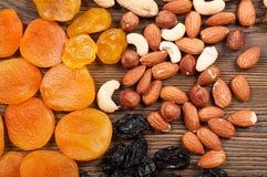 Verschiedene Früchte und Nüsse Lizenzfreie Stockfotos