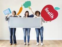 Verschiedene Frauen mit Gesundheitsikonen Lizenzfreies Stockfoto