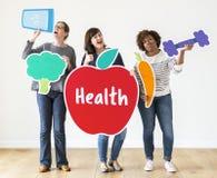 Verschiedene Frauen mit Gesundheitsikonen Stockfotos