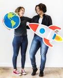 Verschiedene Frauen mit Reiseikonen Stockfotografie