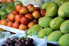 Verschiedene Frucht in frischem Stockfoto