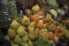 Verschiedene Frucht und Trauben stockfotografie