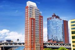 Verschiedene Gebäude auf der Brooklyn-Seite von NYC Stockfotos