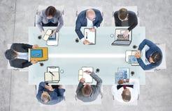 Verschiedene Geschäftsleute, die eine Sitzung im Büro haben Stockfotografie