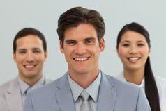 Verschiedene Geschäftsleute, die zusammen stehen Lizenzfreies Stockbild