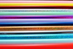 Verschiedene geschärfte bunte Bleistifte und Radiergummis Stockbild