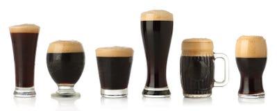 Verschiedene Gläser stout Bier Stockbilder