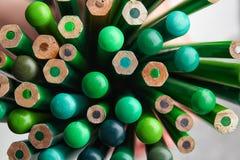 Verschiedene grüne Bleistifte, Nahaufnahme Lizenzfreie Stockfotografie