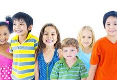 Verschiedene Gruppe Kinderdes lächelns Stockfoto