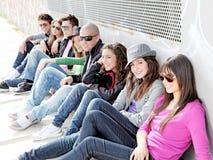 Verschiedene Gruppe Teenagerkursteilnehmer Stockfotos