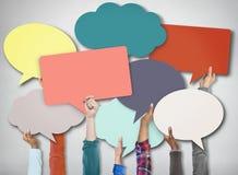 Verschiedene Handsteigendes Sprache-Blasen-Zeichen-Symbol, Kommunikations-Konzept Lizenzfreie Stockbilder