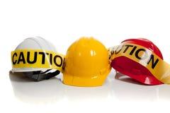 Verschiedene harte Hüte auf einem weißen Hintergrund Lizenzfreies Stockbild