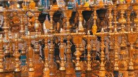 Verschiedene Huka werden auf der Anzeige eines arabischen Andenkenspeichers in ?gypten verkauft stock footage