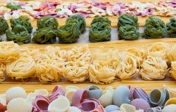 Verschiedene italienische Teigwaren lizenzfreie stockbilder