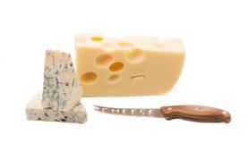 Verschiedene Käse auf einem weißen Hintergrund Lizenzfreies Stockbild