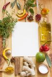 Verschiedene Kräuter und Gewürzhintergrund lizenzfreie stockbilder