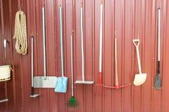 Verschiedene Landwirtschaftswerkzeuge und Ausrüstungen Stockbilder