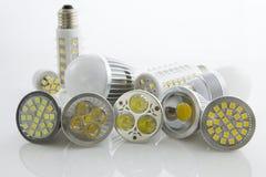 Verschiedene LED-Birne GU10 und E27 mit dem unterschiedlichen Abkühlen Stockfoto