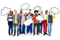 Verschiedene Leute mit leerer Sprache-Blase Lizenzfreie Stockbilder