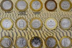 Verschiedene Münzen von verschiedenen Städten von Russland lizenzfreie stockfotos