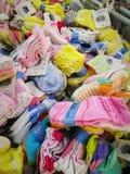 Verschiedene Marken von Babyprodukten auf Anzeige beim Haben von Förderungen auf vorgewählten Einzelteilen an CS Supermarkt, Bang Lizenzfreie Stockfotos
