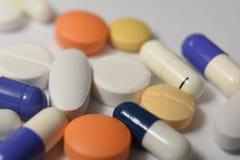 Verschiedene medizinische Pillen und lizenzfreies stockbild