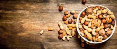 Verschiedene Nüsse in einer Schüssel Lizenzfreie Stockfotografie