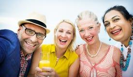 Verschiedene Nachbarn, die Partei-Konzept trinken Lizenzfreie Stockbilder